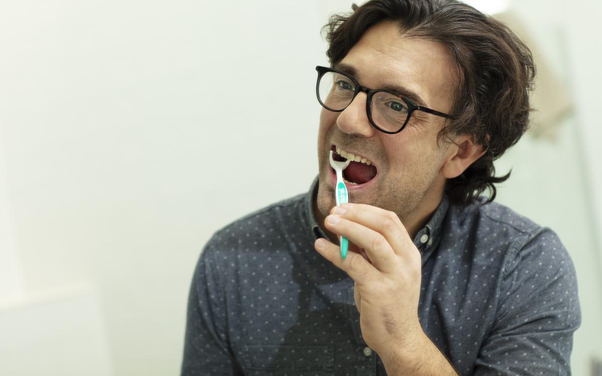 Man using dental flosser