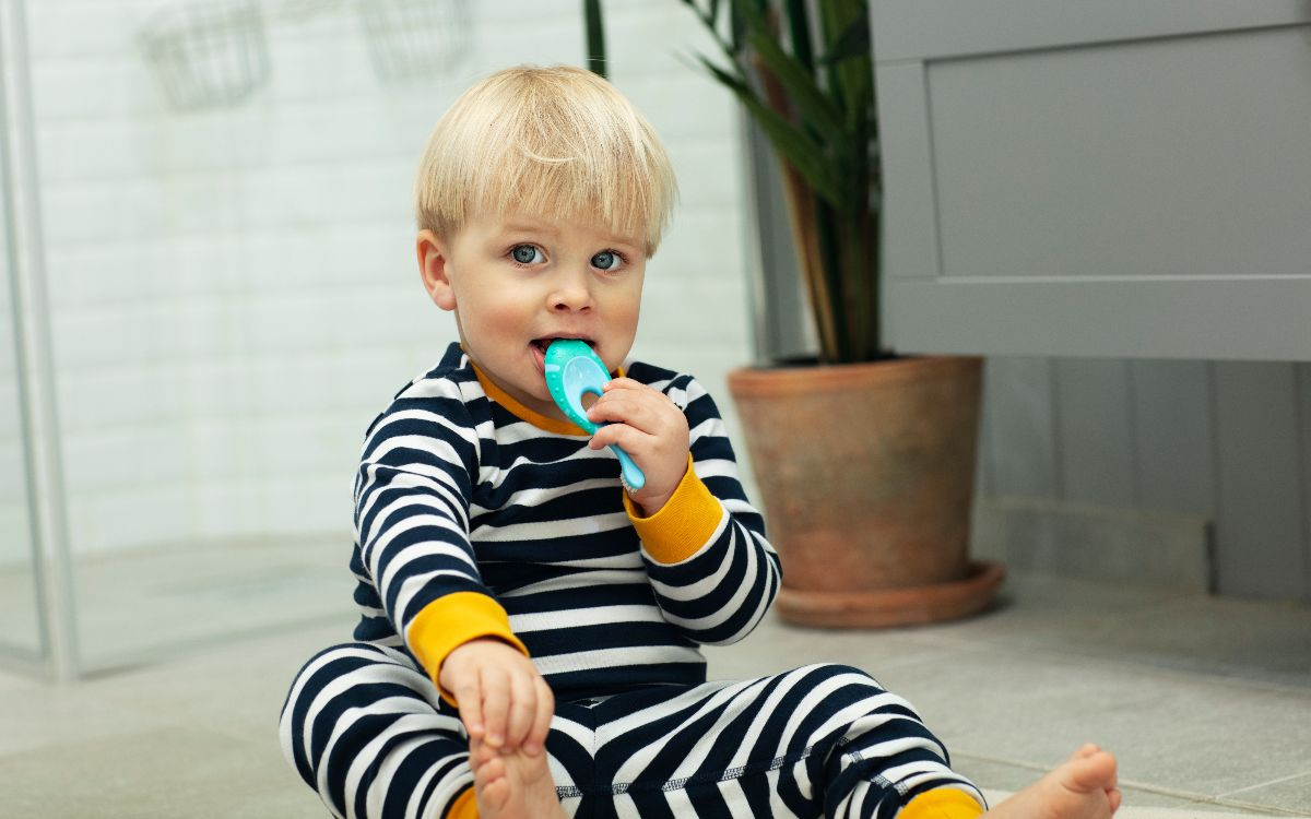 Kid with toothbrush