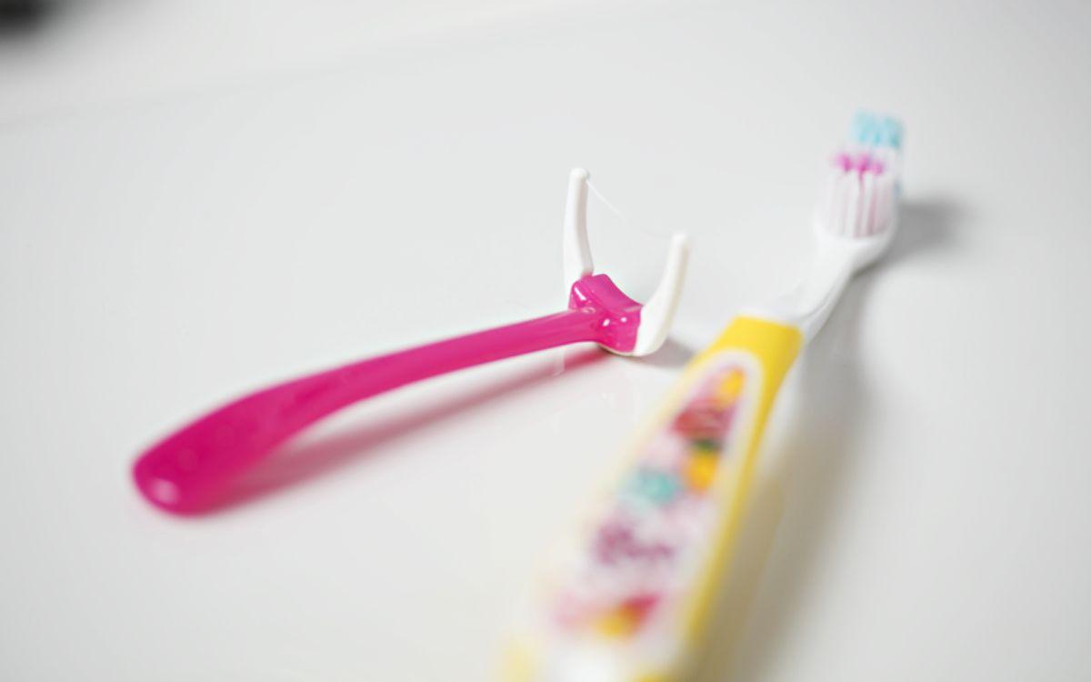 bør barn bruke tanntråd? Les her. Foto